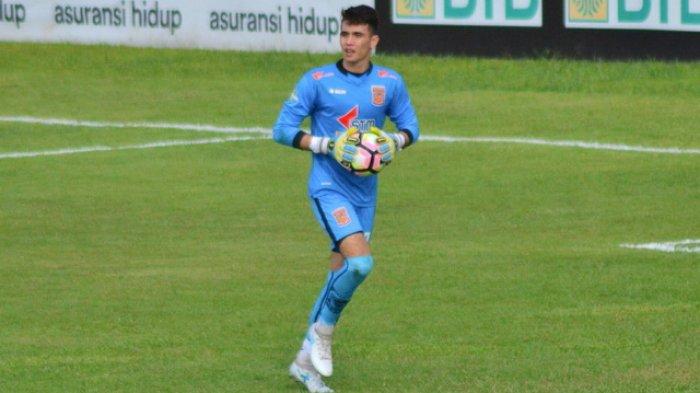 Kiper Borneo FC Nadeo Argawinata Dipuji Pelatihnya Karena Kemampuannya