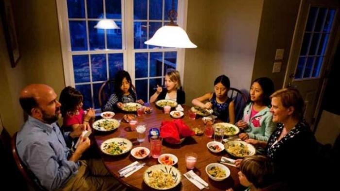 Jangan Asal Makan, Ini Doa Sebelum dan Sesudah Makan, Lengkap dengan Adab-adab Sesuai Ajaran Rasul