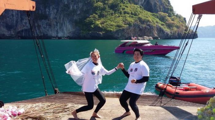 Rayakan Valentine, 20 Pasangan Jalani Nikah Massal di Bawah Laut