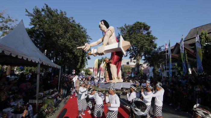 Pawai Budaya Berbagai Etnis Ramaikan HUT ke123 Kota Balikpapan Sedot Ribuan Penonton,Ini Keseruannya
