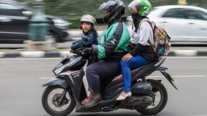 Istri Meninggal Dunia Saat Kandung Anak Kedua,Driver Ojek Online Ini Bawa Anak Saat Angkut Penumpang