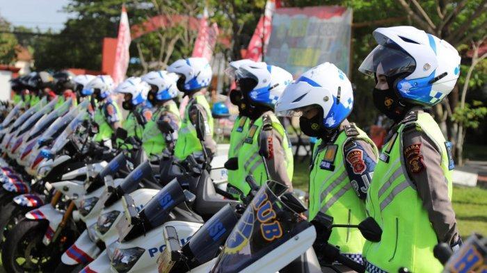Polda Kalimantan Timur menggelar Apel Pasukan Operasi Lilin Mahakam 2020 di Lapangan SPN Polda Kaltim, Senin (21/12/2020).