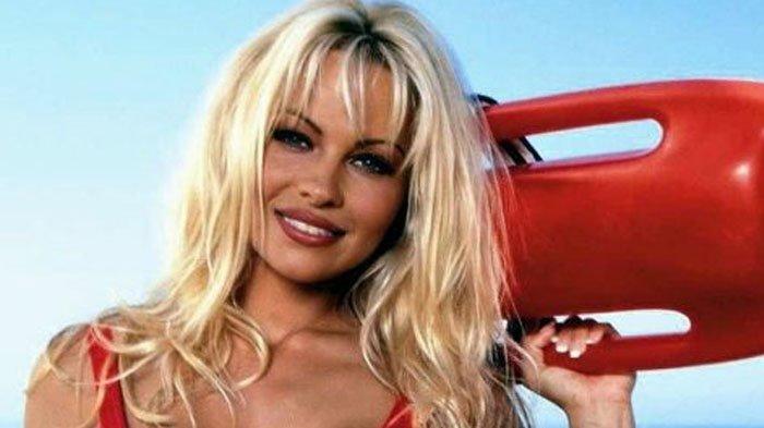 Pamela Anderson 'Baywatch' Ternyata WAGs Tertua Timnas Perancis