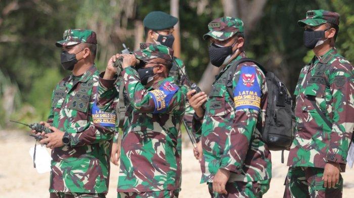 Pangdam VI Mulawarman, Mayjen TNI Heri Wiranto yang juga mengampu sebagai Wadanlatma Garuda Shield saat memantau Latihan Bersama (Latma) Garuda Shield ke-15 tahun 2021 antara TNI AD dengan US Army di Samboja, Kamis (5/8/2021).