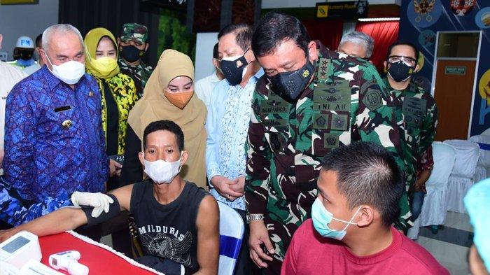Panglima TNI Marsekal Hadi Tjahjanto Apresiasi Serbuan Vaksinasi TNI AU di Kalimantan Timur