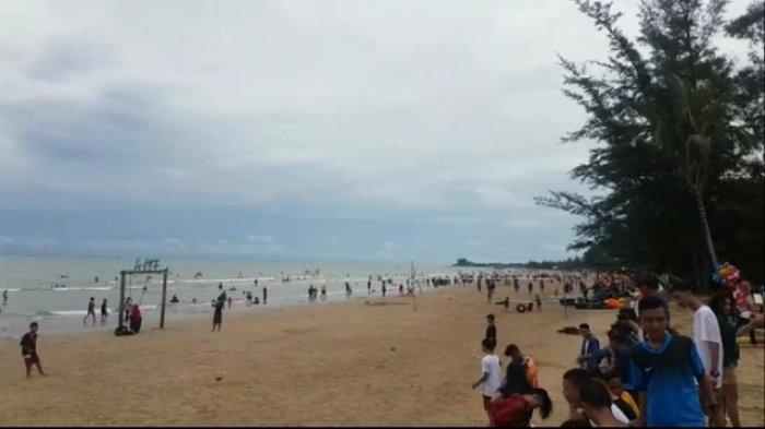 H+3 Lebaran, Pengunjung Pantai Manggar Tembus Lebih dari 3.000 Orang; Ini Kesan Mereka