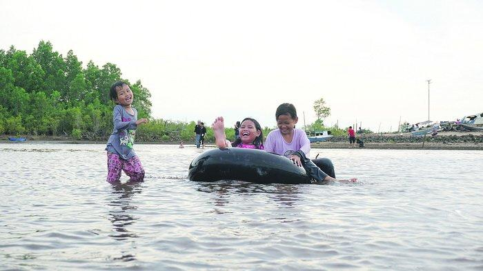 Suasana di Pantai Kenyamukan yang terletak di Kota Sangatta, Kabupaten Kutai Timur.
