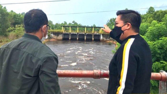 Wabup Kukar Rendi Solihin Cari Penyebab Banjir di Samboja, Turun Langsung ke Lokasi