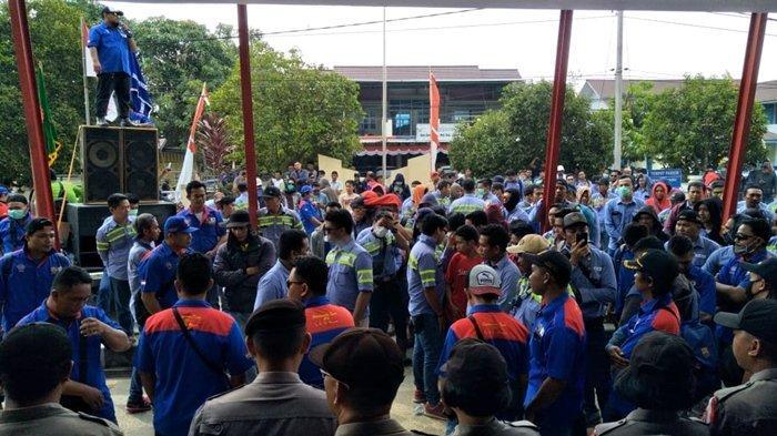 Terancam PHK, Buruh Gelar Demo di Kantor Bupati, Tuntut Pemkab Berau Beri Teguran Keras ke PT Buma