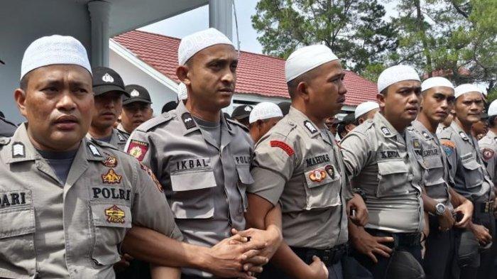 Hadapi Para Pengunjuk Rasa, Polisi di Aceh Tengah Kumandangkan Selawat