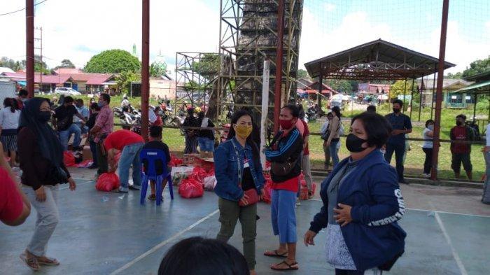 Situasi kegiatan pasar murah yang sempat ricuh diakhir pelaksanaan di Kecamatan Barong Tongkok Kutai Barat. TRIBUNKALTIM.CO, ZAINUL