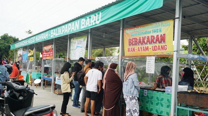 Pasar Ramadan Masjid Namirah Balikpapan Baru, Kalimantan Timur.