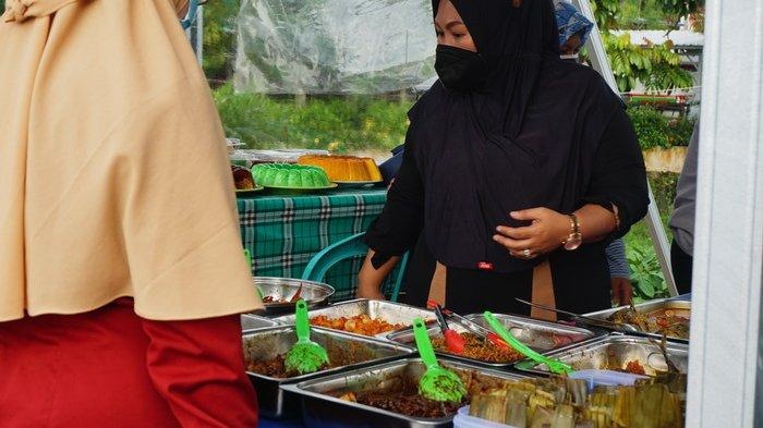 Ngabuburit Jelang Buka Puasa, Yuk Berburu Takjil di Pasar Ramadan Masjid Namirah Balikpapan Baru