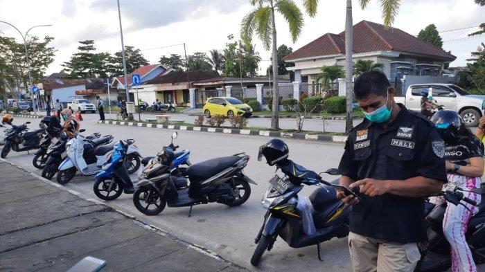 Pedagang Kaki Lima di Siring Kandilo Minta Dishub Paser Bebaskan Retribusi Parkir