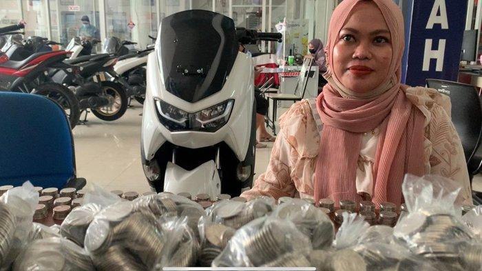 Pasangan Suami Istri di Samarinda Beli Motor Yamaha All New NMax Pakai Ribuan Uang Koin