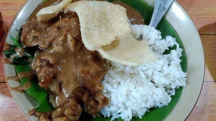 Rekomendasi 5 Tempat Makan Nasi Pecel di Semarang untuk Sarapan Hari ini, Pecel Koyor Bu Ana Aminah