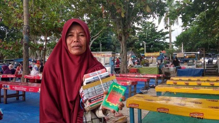 Jual Buku dengan Harga Seikhlasnya, Ibu Ini Punya Alasan Mulia