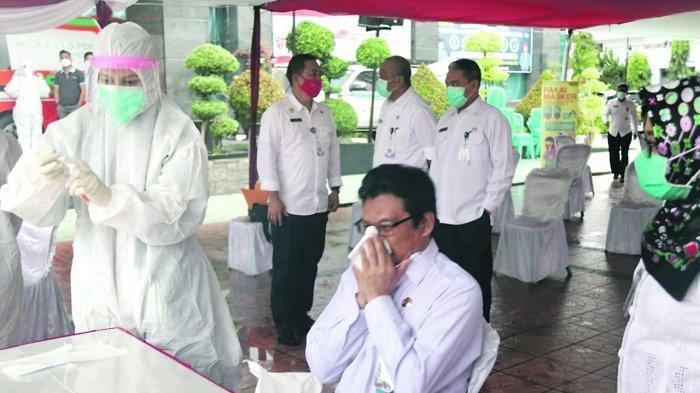 Seluruh Pegawai Kantor Gubernur Diperiksa Swab Test
