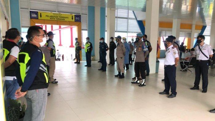 Cegah Klaster Baru di Tarakan, Personel TNI dan Polri Maksimalkan Patroli Pintu Masuk Pelabuhan