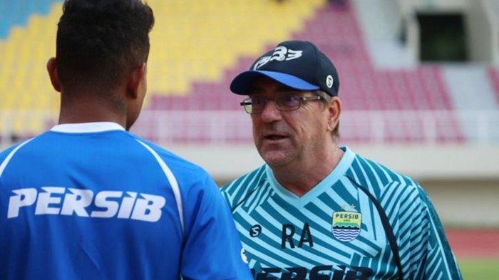 Terungkap Reaksi Robert Rene Alberts Saat Umuh Muchtar Mundur dari Manajer Persib Bandung