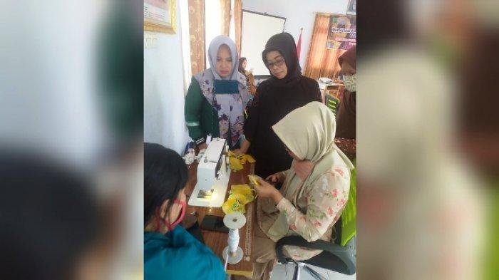 Diskoperindag Beri Pelatihan Pembuatan Masker, Dekranasda Ingatkan Masker Scuba Tidak Dianjurkan