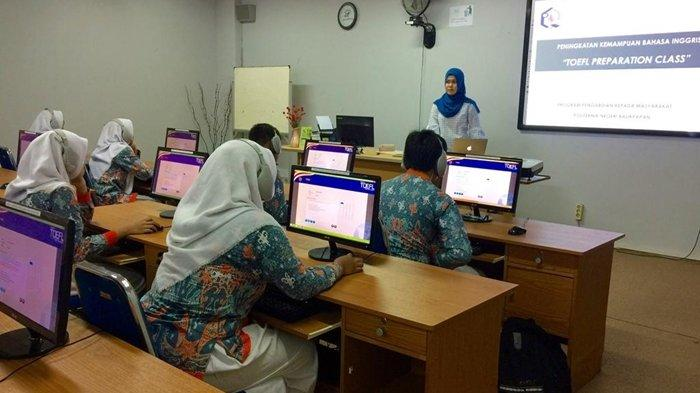 Poltekba Beri Pelatihan Khusus TOEFL untuk Siswa SMKN 4 Balikpapan, Ini Tujuannya