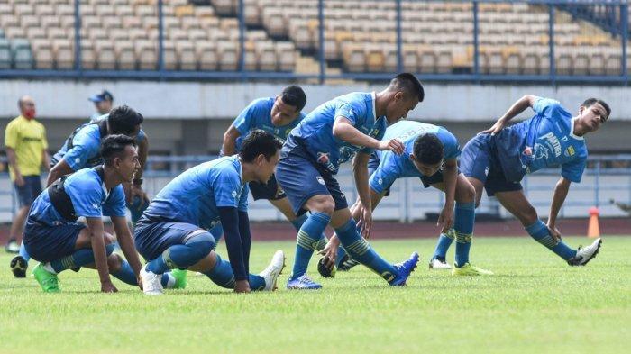 Jelang Piala Menpora - Kehilangan Omid Nazari, Persib Bantah Tertarik Rekrut Gelandang PSM & Arema