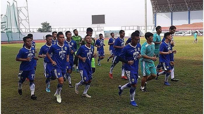 Cari Pengganti Ezechiel NDouassel Persib Dikabarkan Datangkan Striker dari Liga Vietnam
