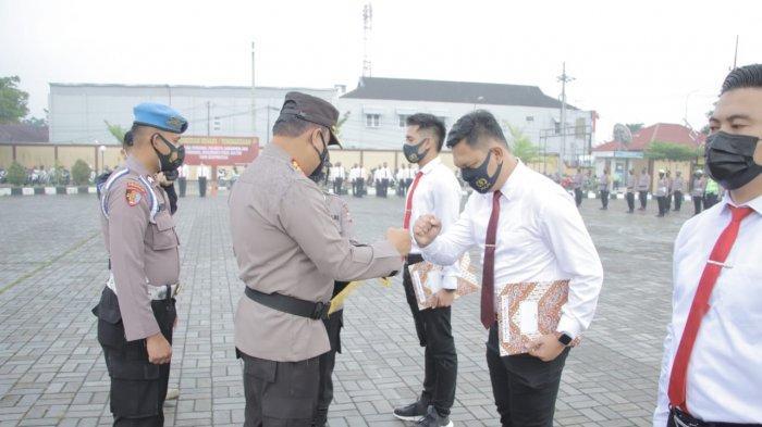 Berhasil Ungkap Kasus Kriminal di Samarinda, Sejumlah Personel Polisi Raih Penghargaan