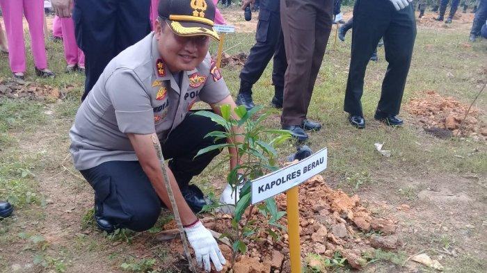 Sukseskan Program Polri Peduli Penghijauan, Polres Berau Tanam 5 Ribu Pohon