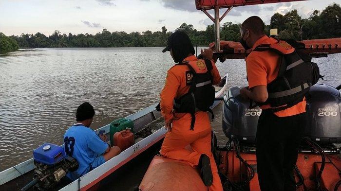 Personel Kansar Tarakan kembali melakukan pencarian di hari kedua. Tersisa satu penumpang speedboat Riyan masih belum ditemukan. HO/SAR TARAKAN