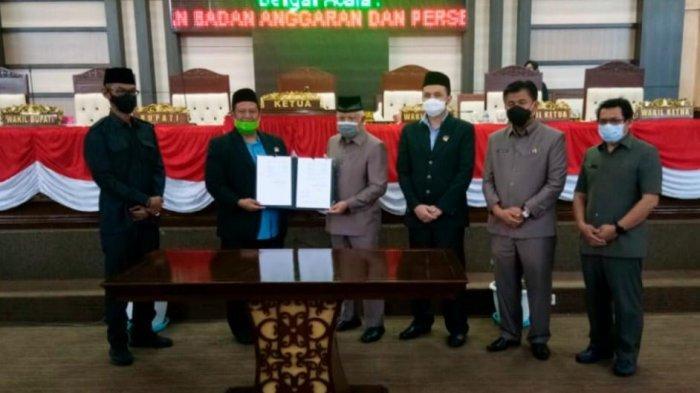 Hadiri Paripurna Persetujuan APBD 2021, Wabup Kukar Chairil Anwar Apresiasi Sinergitas Pemkab-DPRD