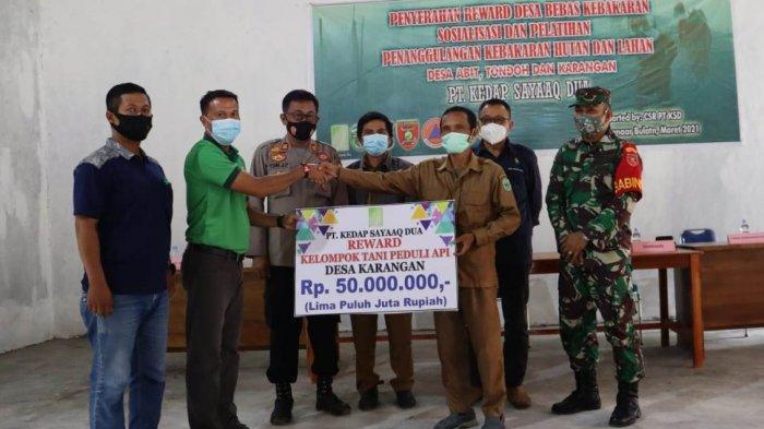 Dukung Program Pencegahan Karhutla Pemerintah, PT KSD Beri Penghargaan ke 3 Kampung di Kutai Barat