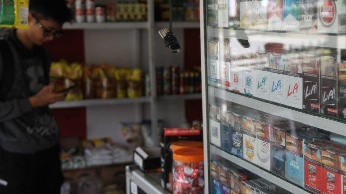Pedagang di Tenggarong Kukar Klaim Tidak Berpengaruh dengan Kenaikan Harga Rokok