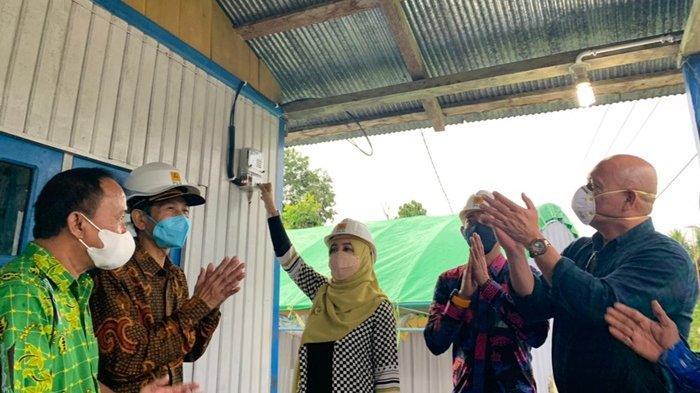 Berkomitmen Terangi Pelosok Negeri, PLN UP3 Berau Alirkan Listrik Pertama Kali di Ampen Medang