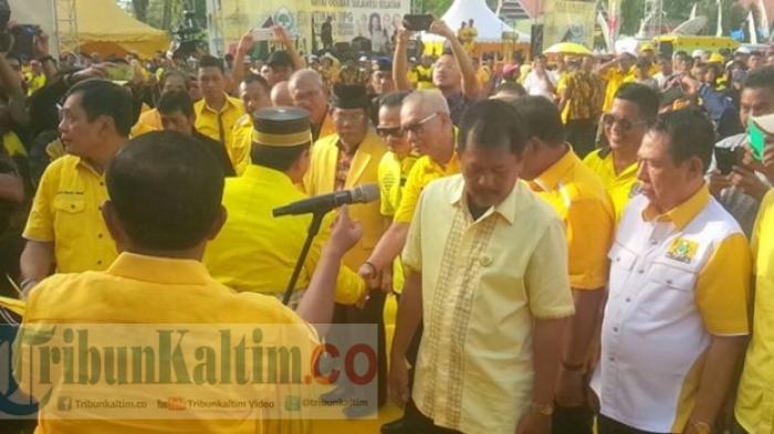 Belasan Wartawan Tiba-tiba Ditendangi Kader Golkar saat Wawancara Setya Novanto