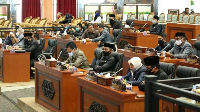 DPRD PPU Sampaikan Pandangan Umum Fraksi Atas APBD Penajam Paser Utara Tahun 2020
