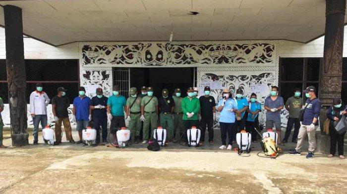 11 Kampung di Long Hubung Mahulu Serentak Lakukan Penyemprotan Disinfektan Cegah Covid-19