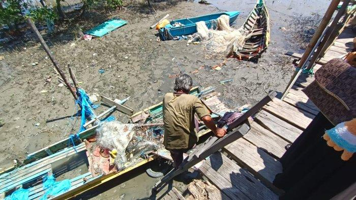 Dihembus Angin Kencang, Satu Perahu Nelayan di Lingkas Ujung Tarakan Terbelah Dua