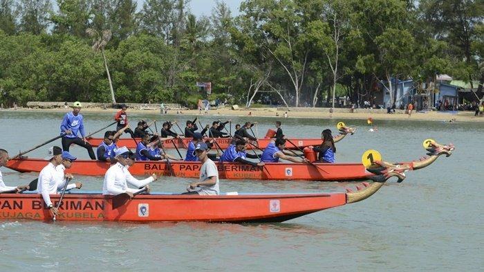 Rangkaian HUT Ke-123 Balikpapan, SMKN 5 Juara Perlombaan Perahu Naga di Pantai Manggar
