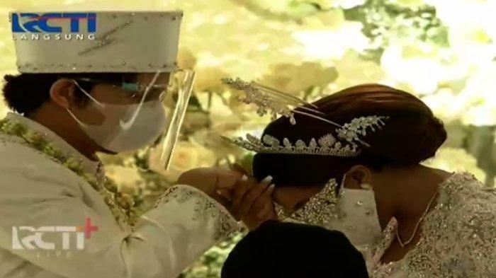 Atta Halilintar dan Aurel Hermansyah saat sah menjadi suami istri, Sabtu (3/4/2021) (RCTI)