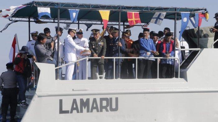 Peringati Hari Pahlawan, Lanal Balikpapan Gelar Upacara dan Tabur Bunga di Teluk Balikpapan