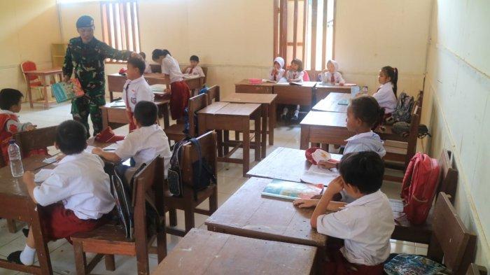 TNI di Tapal Batas Bawa 'Si Maung' Cerdaskan Bangsa, Guru Perbatasan Singgung Menteri Nadiem Makarim