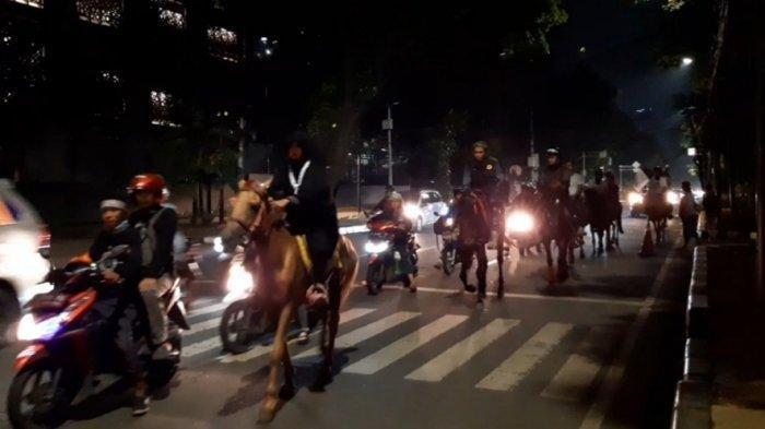 Bukan Polisi, Rombongan Berkuda Ini Ikut Hadiri Reuni 212 di Monas, Sempat Jadi Pusat Perhatian