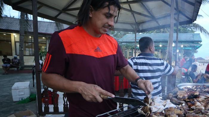 PBFC Gelar Pesta Barbeque, Fernando Soler jadi Koki