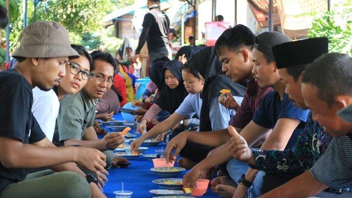 Kisah Desa Muhuran, Hanya Berjarak 2 Jam dari Tenggarong, Hidup Mandiri Tanpa Listrik 24 Jam - pesta-rakyat-1-10112019.jpg