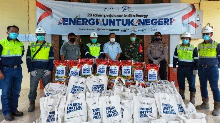 SIMBOLIS - Penyerahan Simbolis Beras dari Petrosea KJA Project kepada Muspika Kecamatan Batu Sopang untuk distribusi Desa Samurangau dan Desa Legai.