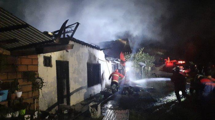 2 Rumah Hangus Terbakar di Tanah Grogot  Paser, Satu Unit Mobil Water Canon Milik Brimob Dikerahkan