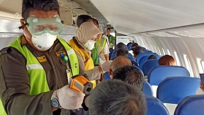 Siaga Virus Corona, KKP Tarakan Periksa Penumpang Asal Malaysia di Atas Pesawat