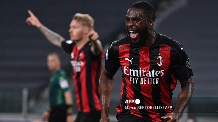 Bek AC Milan asal Inggris Fikayo Tomori melakukan selebrasi setelah mencetak gol pada laga Liga Italia Serie A Italia Juventus vs AC Milan, 09 Mei 2021 di stadion Juventus di Turin.